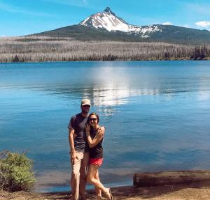 travel nurse couple